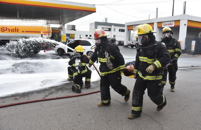 Simulacro de incendio en una estación de servicios